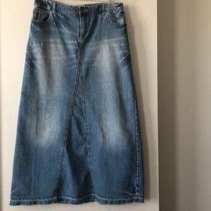 MOSSIMO SUPPLY skirt.